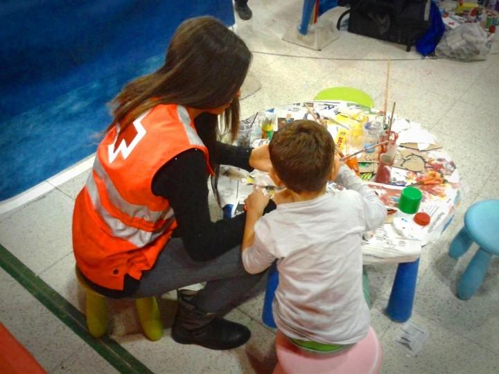 creu roja parc infantil voluntària_phixr